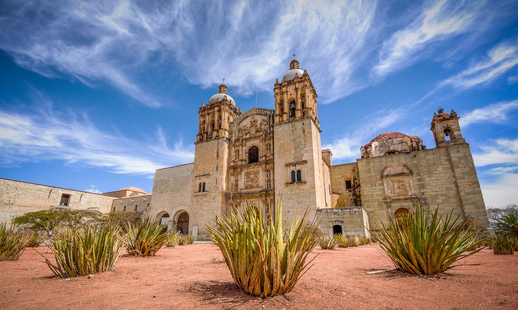 Desde Monte Albán hasta el Centro Histórico, Oaxaca es un paraje de verdes aposentos.