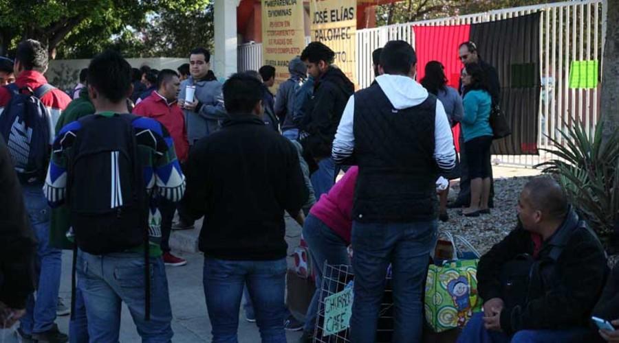 Colocan las banderas rojinegras en la UABJO | El Imparcial de Oaxaca