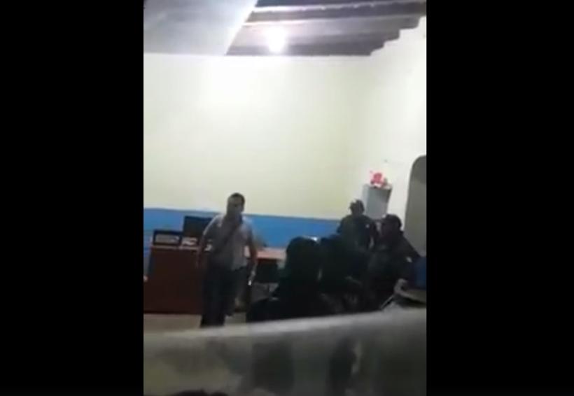 Video: Indigna ofensa de síndico de Miahuatlán a policías | El Imparcial de Oaxaca