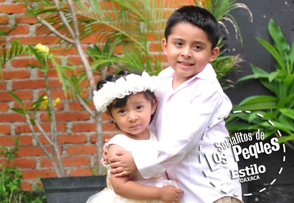 Mateo y Ximena reciben el primer sacramento