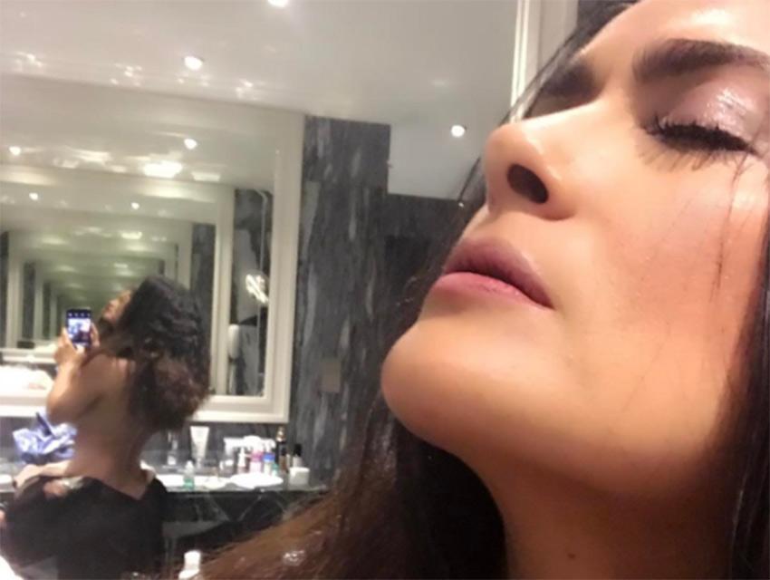 La actriz Salma Hayek publica en sus redes una foto extremadamente atrevida