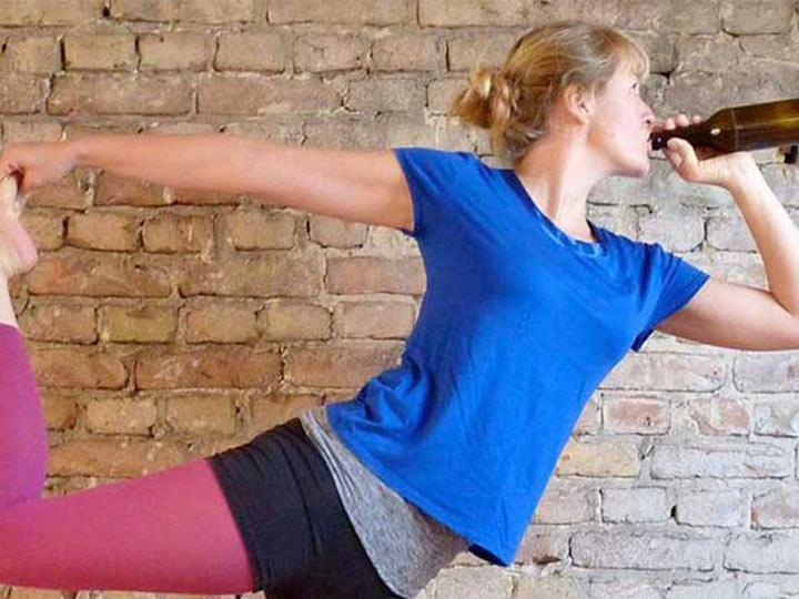 Video: El ejercicio para los amantes de la cerveza: 'Beer Yoga'