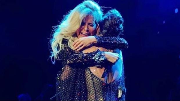 Alejandra Guzmán hace llorar a Gloria Trevi en el escenario