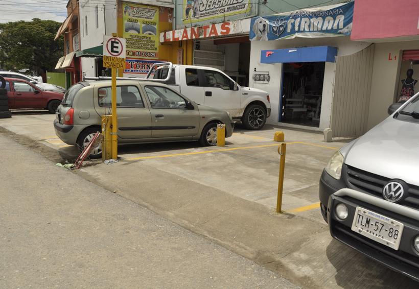 Realizan trabajos de mejora vial en Santa Lucía