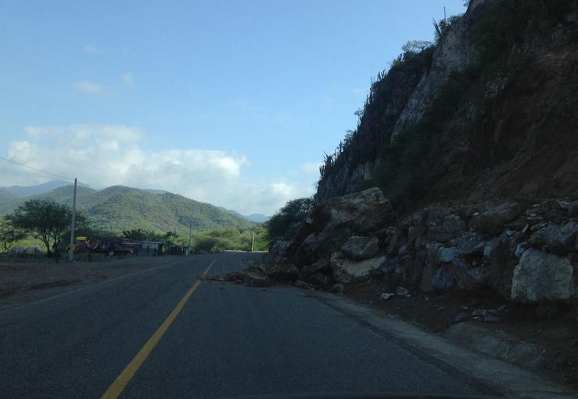 Reportan derrumbe en carretera federal 190, llegando a San Pedro Totolapa | El Imparcial de Oaxaca
