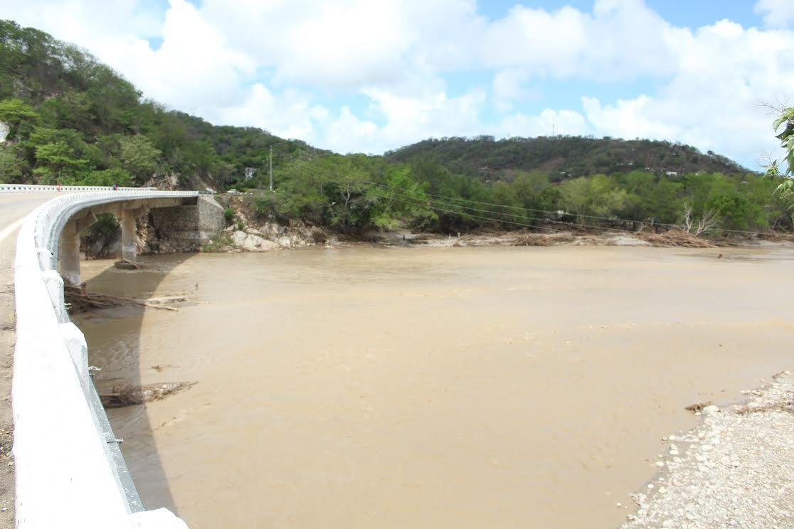 Beatriz deja sin agua a Huatulco; Fonatur privilegia a zona hotelera
