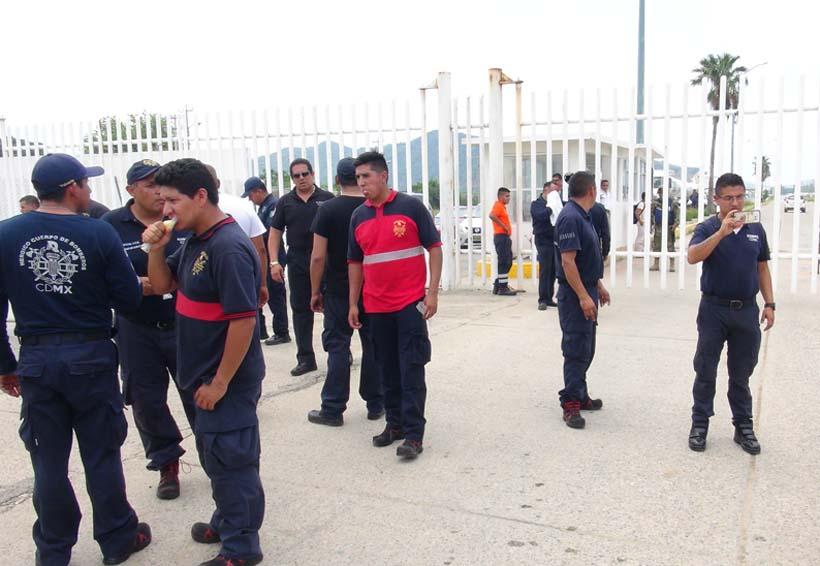 En el Istmo Pemex le niega entrada a bomberos de CDMX