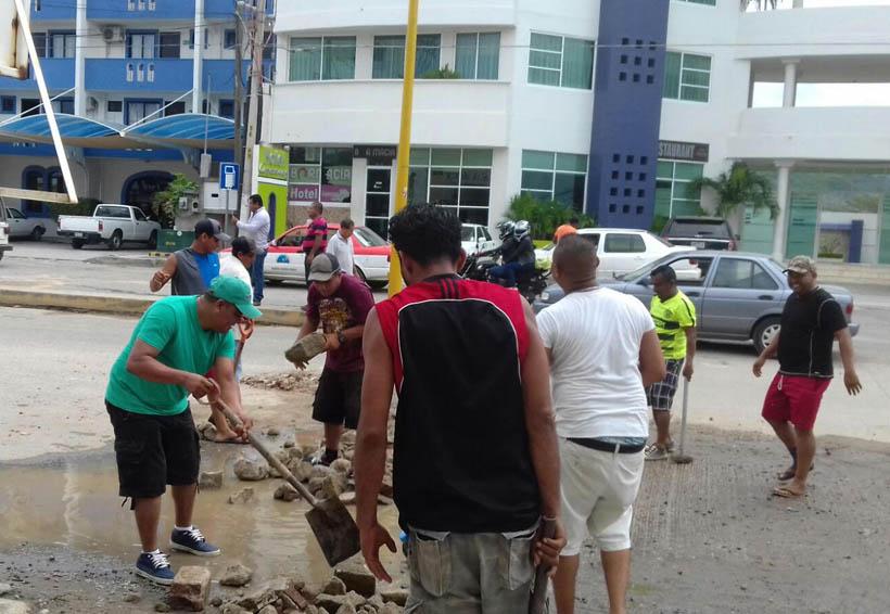 Taxistas rehabilitan tramos carreteros en la Costa