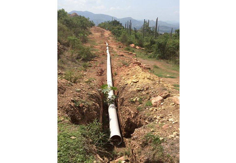 En Huajuapan de León obra inconclusa contamina barranca El Conejo