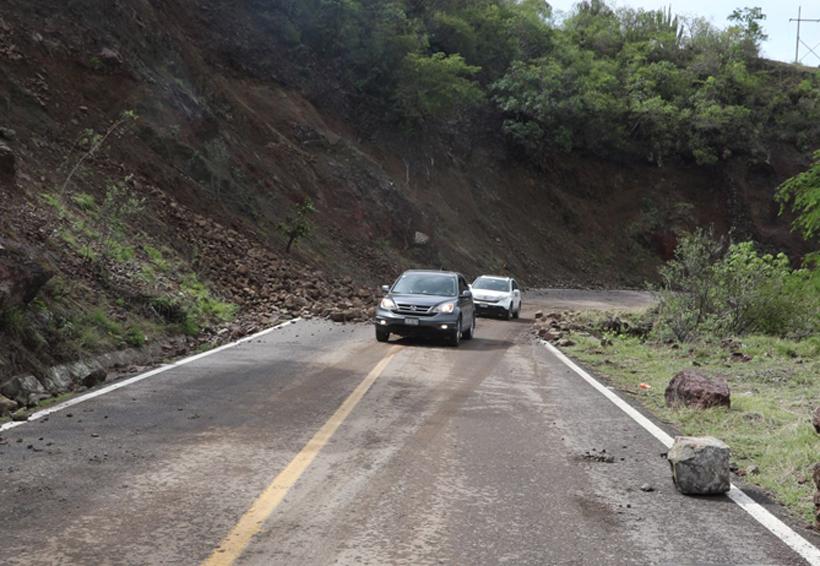 Más de 20 derrumbes en carreteras de Oaxaca