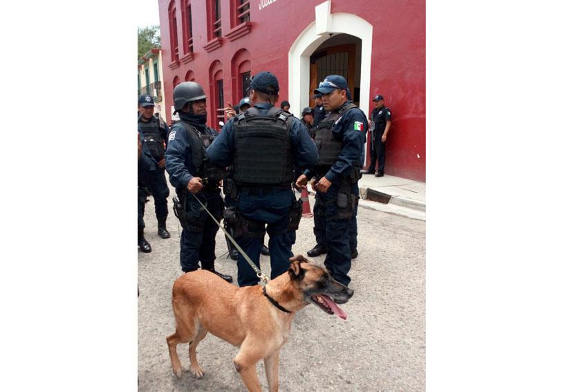 Falsa alarma de bomba en juzgados de Oaxaca moviliza a uniformados