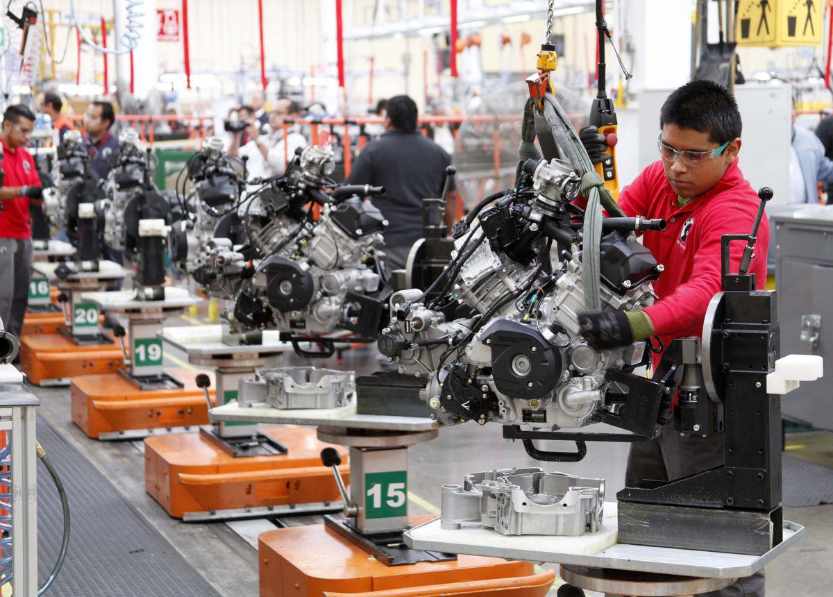 La producción industrial en México redujo 0,3 en abril pasado