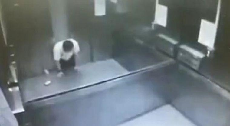 Hombre muere partido a la mitad por un elevador — VIDEO