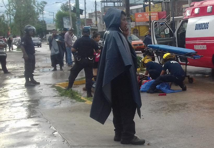 Golpean con saña y desnudan a dos jóvenes en Oaxaca
