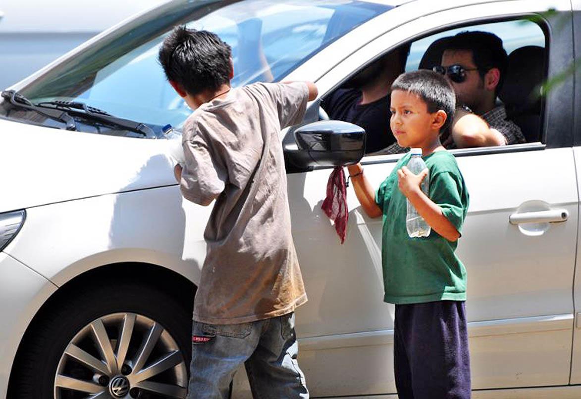 ¿Qué estrategias se desarrollan en Medellín para frenar el trabajo infantil?