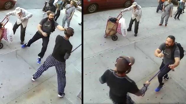 Sujeto golpea a anciano con bastón sin motivo