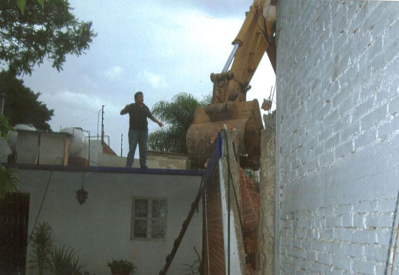 Maquinaria daña varias viviendas en Oaxaca
