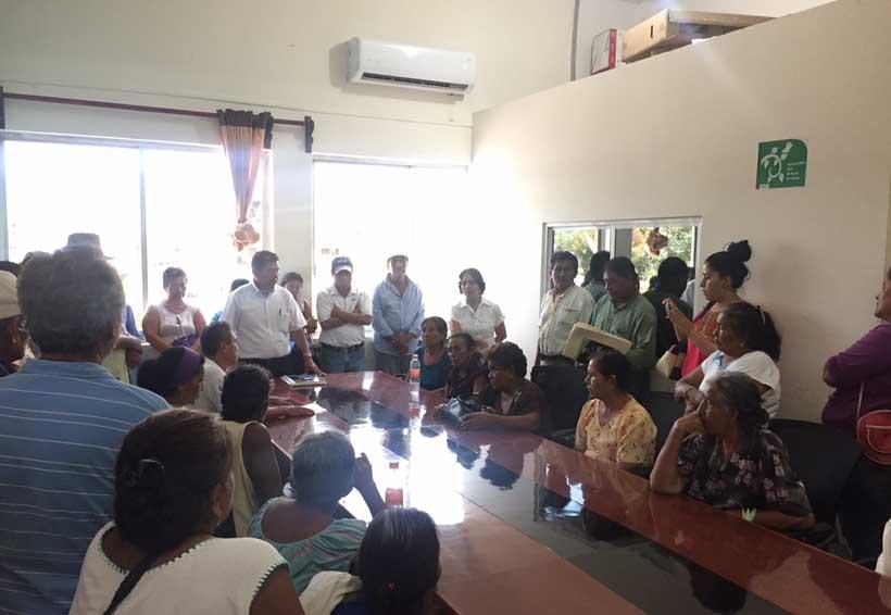 En Pinotepa Nacional rechaza Los Caracoles beca escolar | El Imparcial de Oaxaca