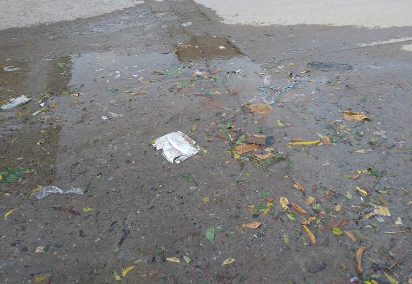 Denuncian reguero de agua en calles de Tehuantepec