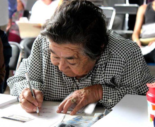 Cancelan 400 tarjetas  del programa Bienestar en la Cuenca