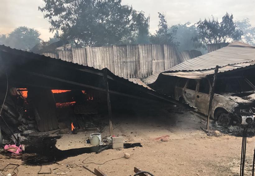 Enfrentamiento en Oaxaca deja un herido y varios vehículos y domicilios quemados