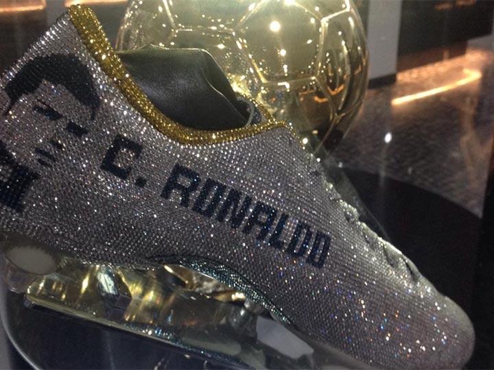 Cristiano Ronaldo presume sus zapatillas con cristales 'Swarovski'