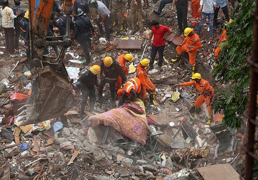 Derrumbe de edificio en India deja al menos 12 muertos | El Imparcial de Oaxaca