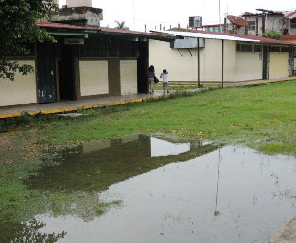En la Cuenca se hunde escuela primaria