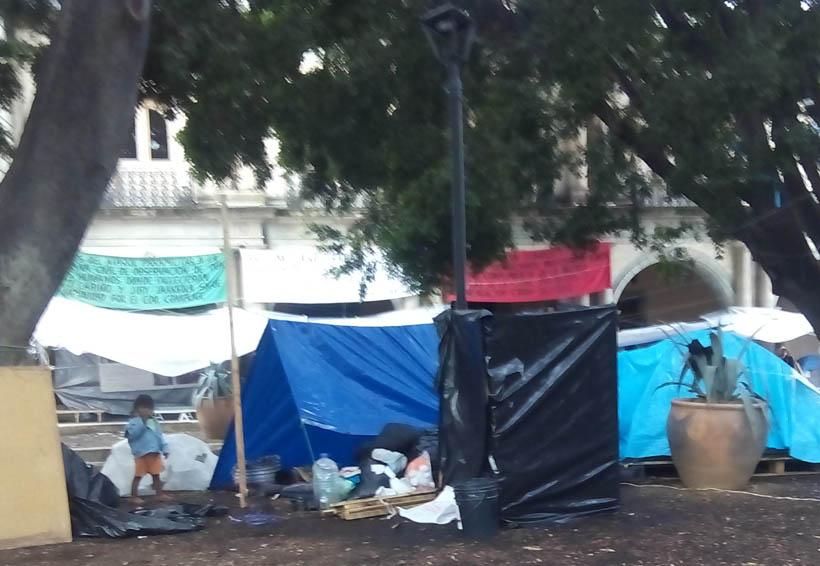 Zócalo de Oaxaca, convertido en dormitorio para indigentes y ebrios