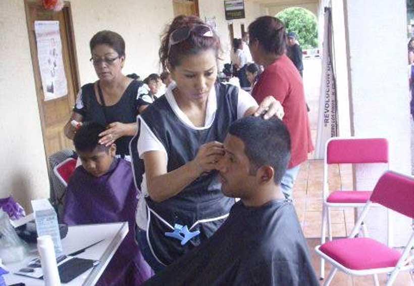 Invitan a cursos gratuitos de estilismo en la Mixteca