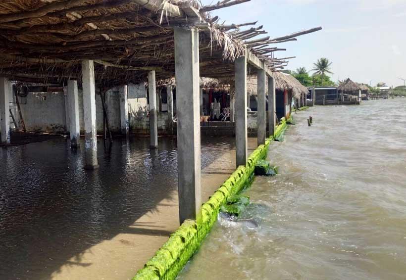 Dañada una playa en Juchitán ante inundaciones