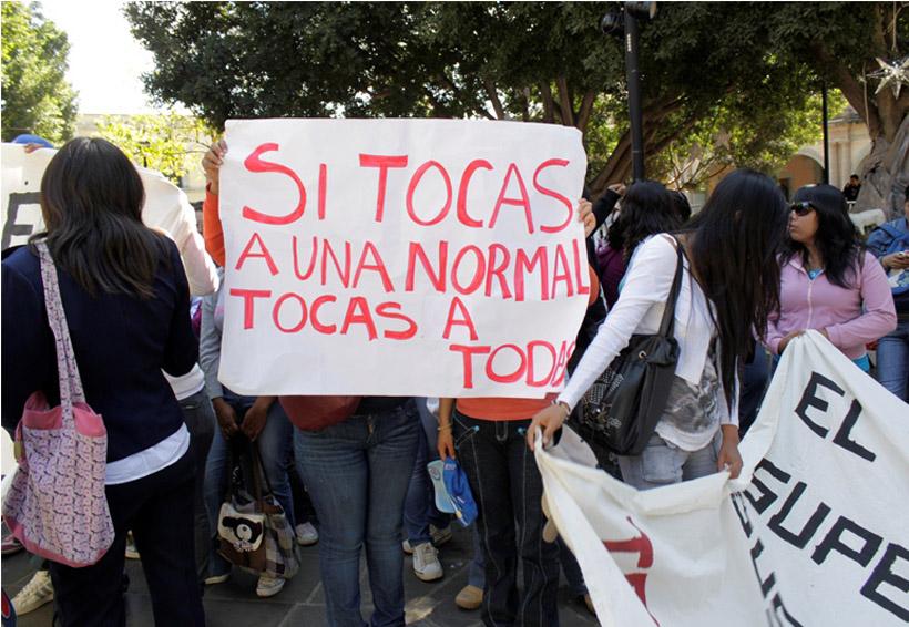 Normalistas bloquean entradas al Palacio de Gobierno de Oaxaca