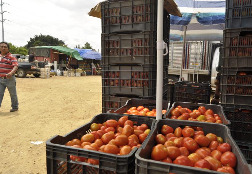 Bloquean Riberas del Atoyac por reubicación de tomateros