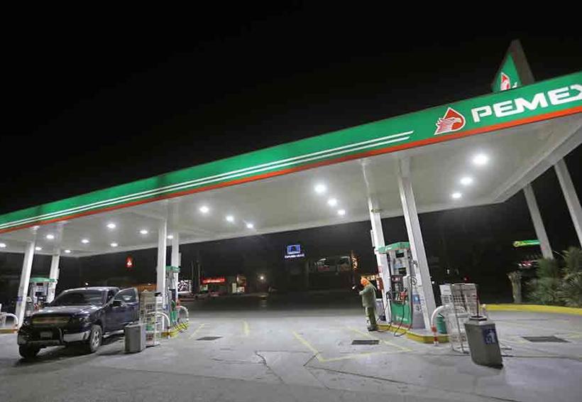 Niegan afectaciones fiscales por menor consumo de gasolina en frontera con EU