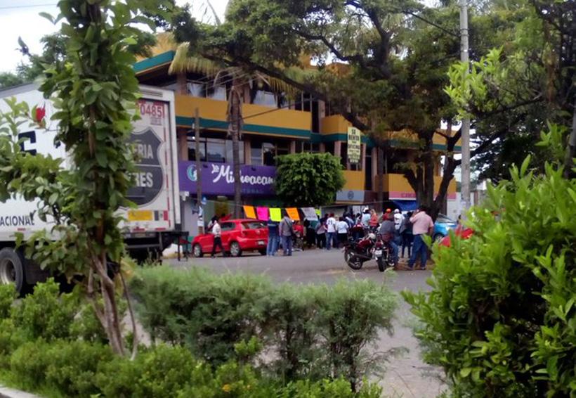 Retiene CNTE en Oaxaca a más de 30 trabajadores