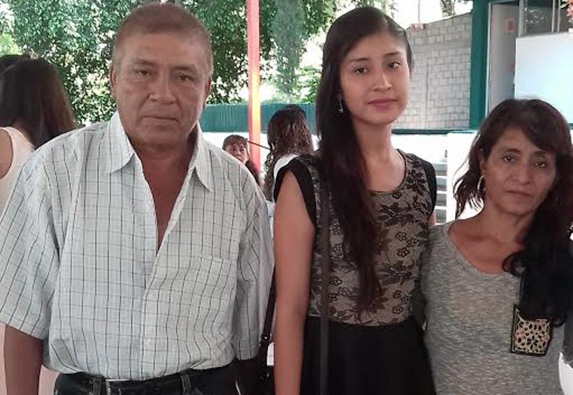 Selena Yaretzi se titula   El Imparcial de Oaxaca
