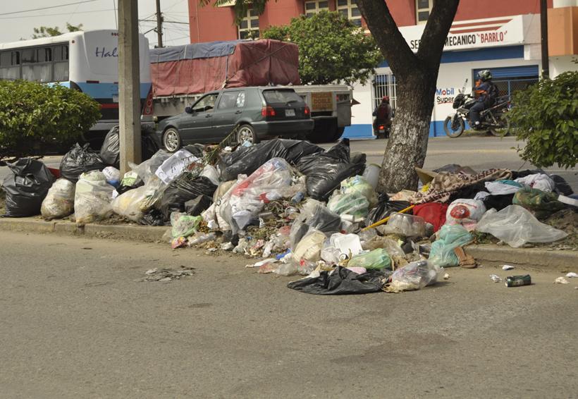 Reabren basurero y liberan carretera 175 — Oaxaca