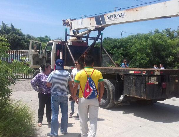 Se manifiestan chatarreros e  impiden la salida de unidad en Salina Cruz