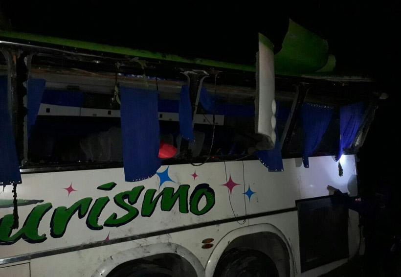 Volcadura deja 18 personas lesionadas en Pinotepa
