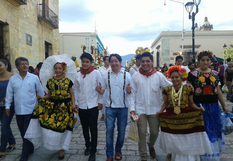 Locatarios de los mercados de Oaxaca celebran previo a la Guelaguetza