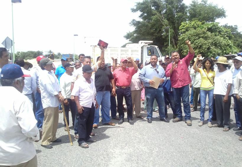 Campesinos del Istmo logran audiencia con gobernador; levantan bloqueo