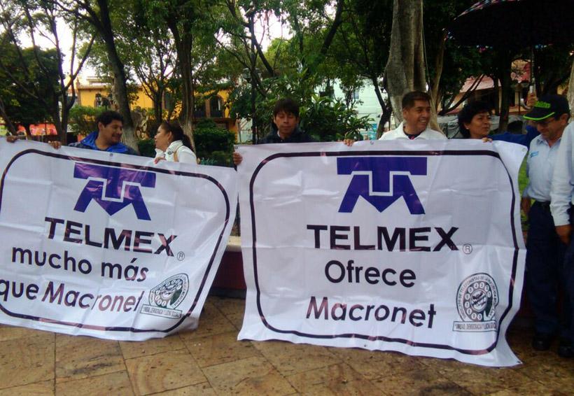 Se manifiestan trabajadores de Telmex