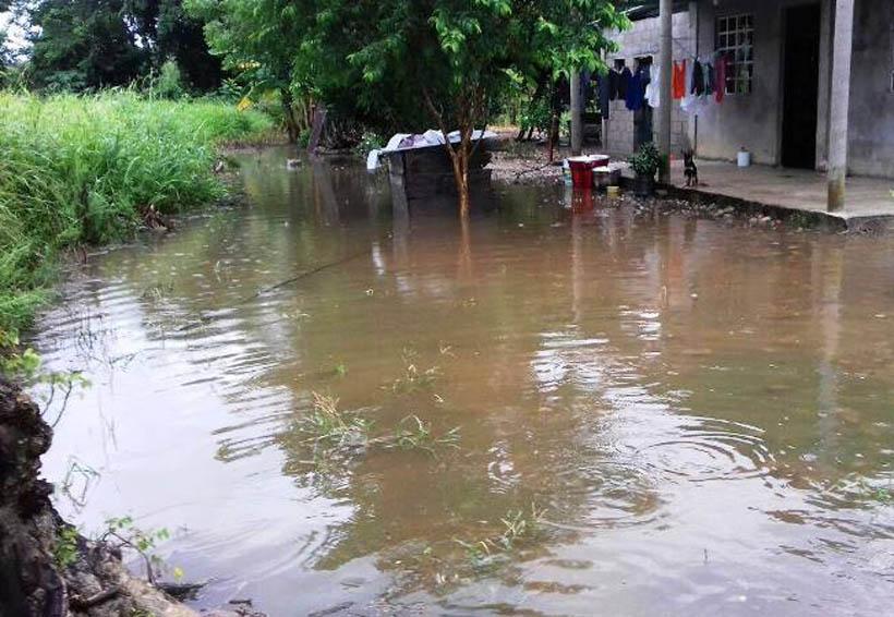 Atienden colonias inundadas en la Cuenca