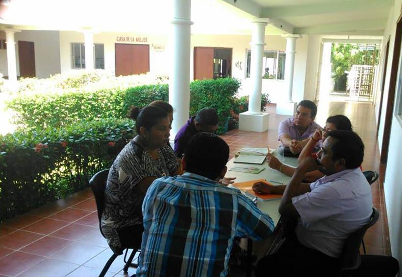 Empleados del IEEA se manifiestan en Tehuantepec
