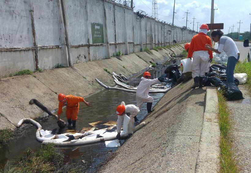 Cuestionan limpieza de Pemex en el Istmo