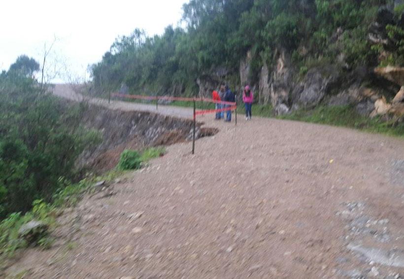 En Huajuapan aumentan deslaves carreteros por lluvias