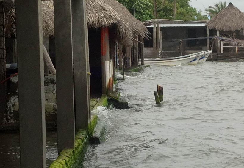 Mar de fondo provoca fuerte oleaje en costas del Istmo de Oaxaca
