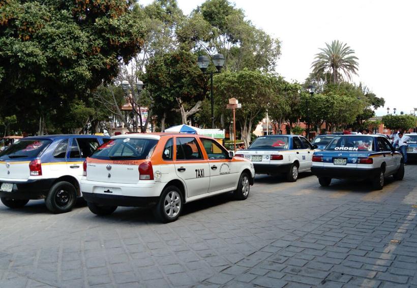 Incidente vial provoca movilización de taxistas en Huajuapan de León, Oaxaca | El Imparcial de Oaxaca