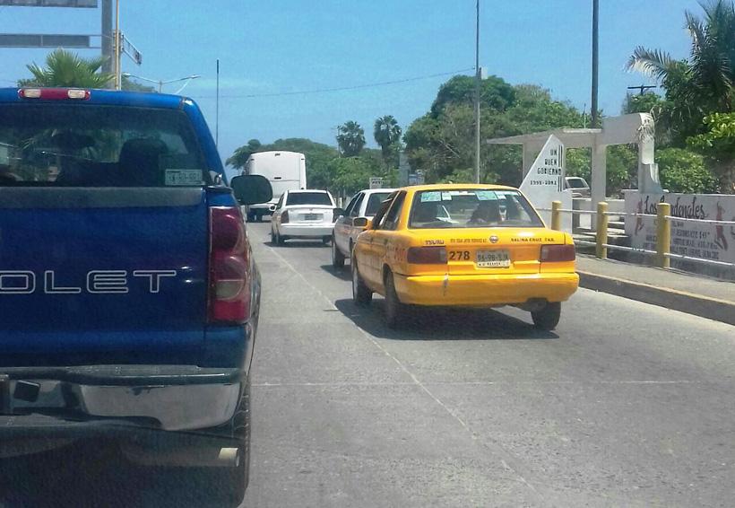 En el Istmo circulan taxis piratas, Sevitra se hace de la vista gorda | El Imparcial de Oaxaca