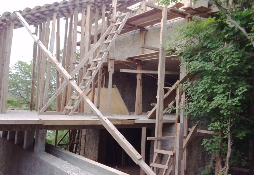 Edifican hotel en área protegida de la Costa